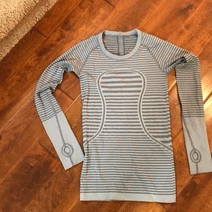 Lululemon swiftly long sleeve size 4